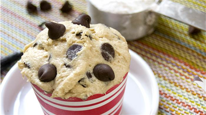 edible-chocolate-chip-cookie-dough-tease-today-160720_35925c2188ee53f09104b8ef8b592552.today-inline-large